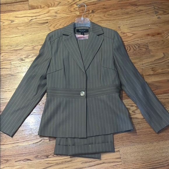 Signature by Larry Levine Jackets & Blazers - Signature by Larry Levine Gray Pink Suit 6